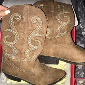 Women's cowgirl boots (American Rag)